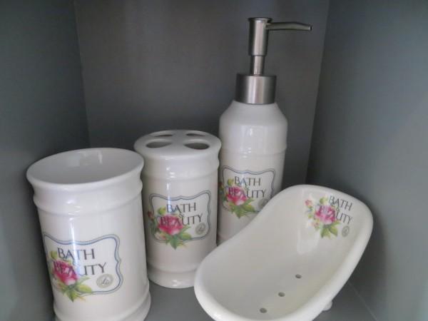 "Badezimmerset ""Bath & Beauty"" Creme mit Rosenmuster Lisbeth Dahl"