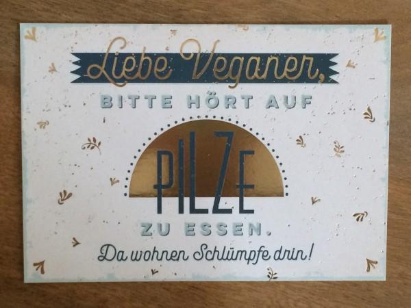 """Postkarte """"Liebe Veganer, bitte hört auf Pilze zu essen. Da wohnen Schlümpfe drin!"""" Vintage-Art"""