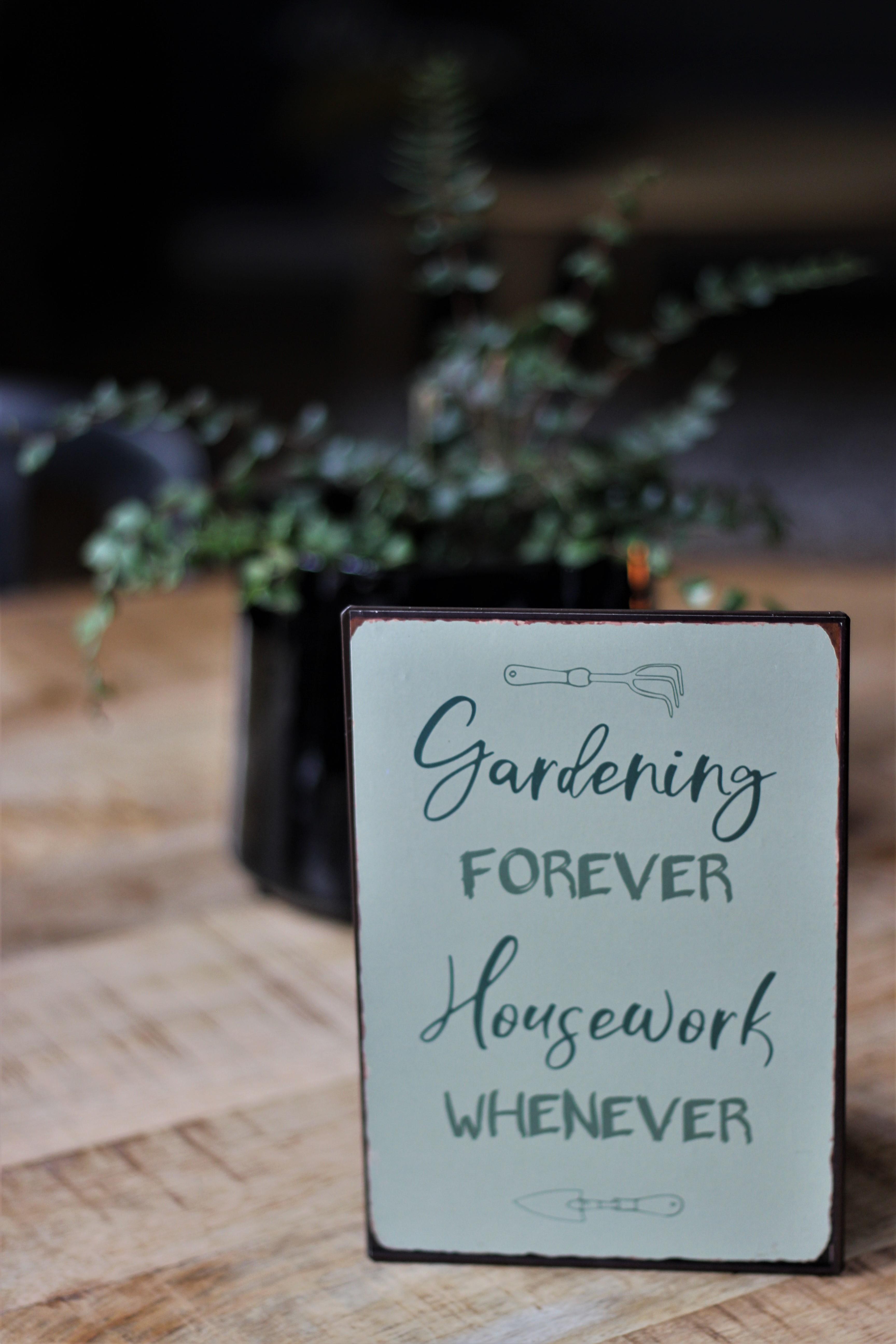 Witzigschilder - Metallschild Gardening forever Housework whenever Ib Laursen ApS - Onlineshop Tante Emmer