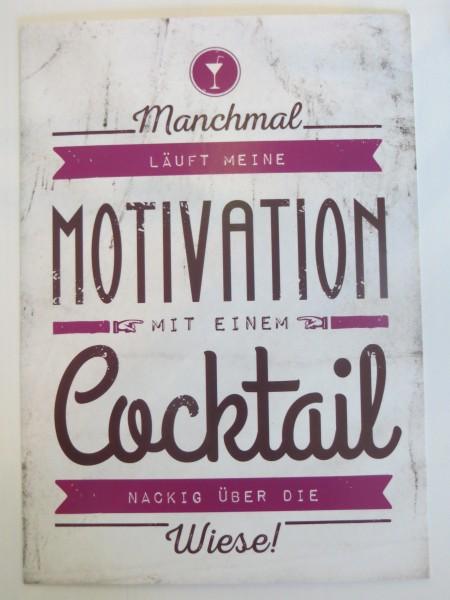 """Postkarte """"Manchmal läuft meine Motivation mit einem Cocktail nackig über die Wiese!"""""""