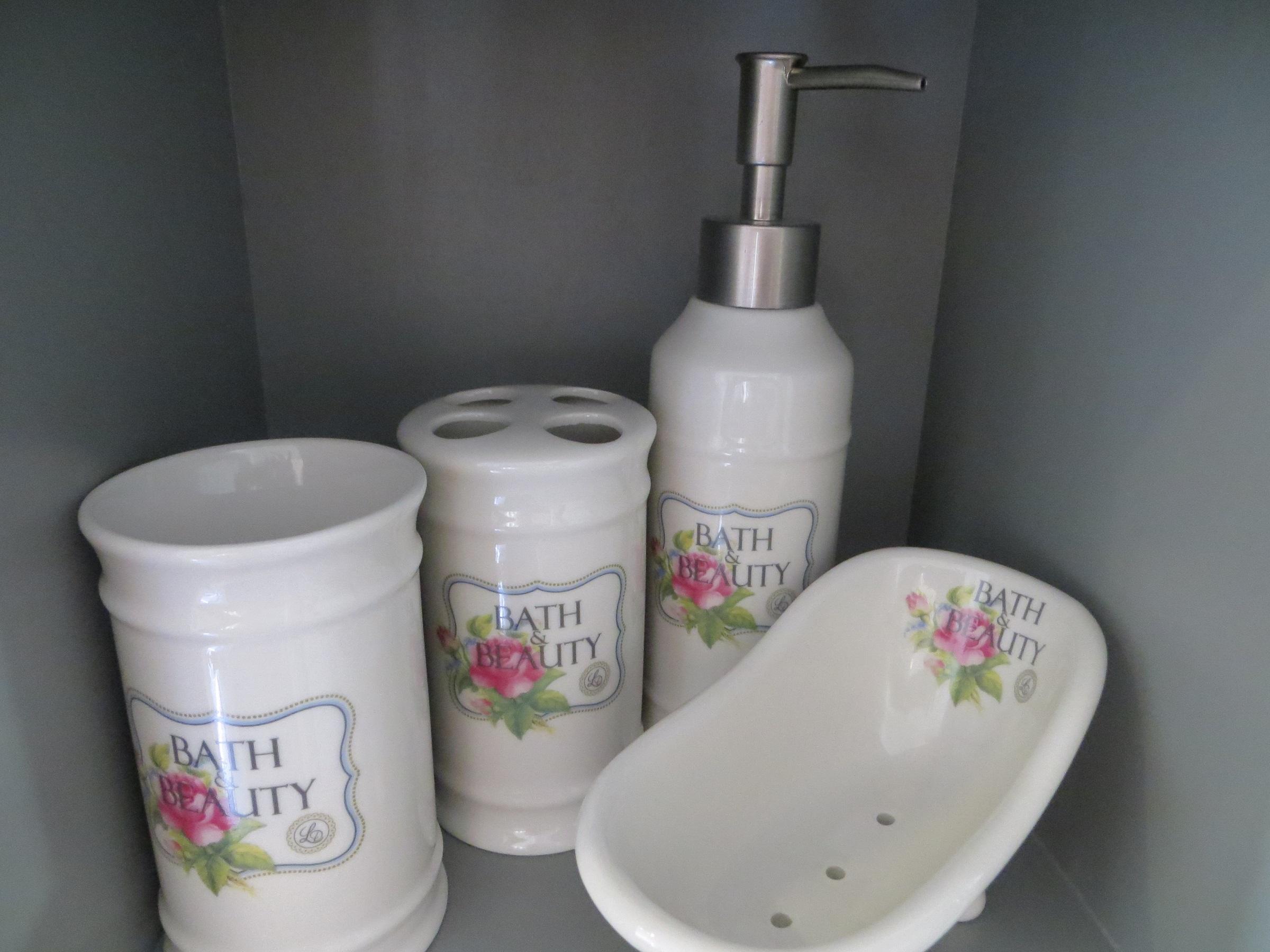 Nützlichwellness - Badezimmerset Bath Beauty Creme mit Rosenmuster Lisbeth Dahl - Onlineshop Tante Emmer