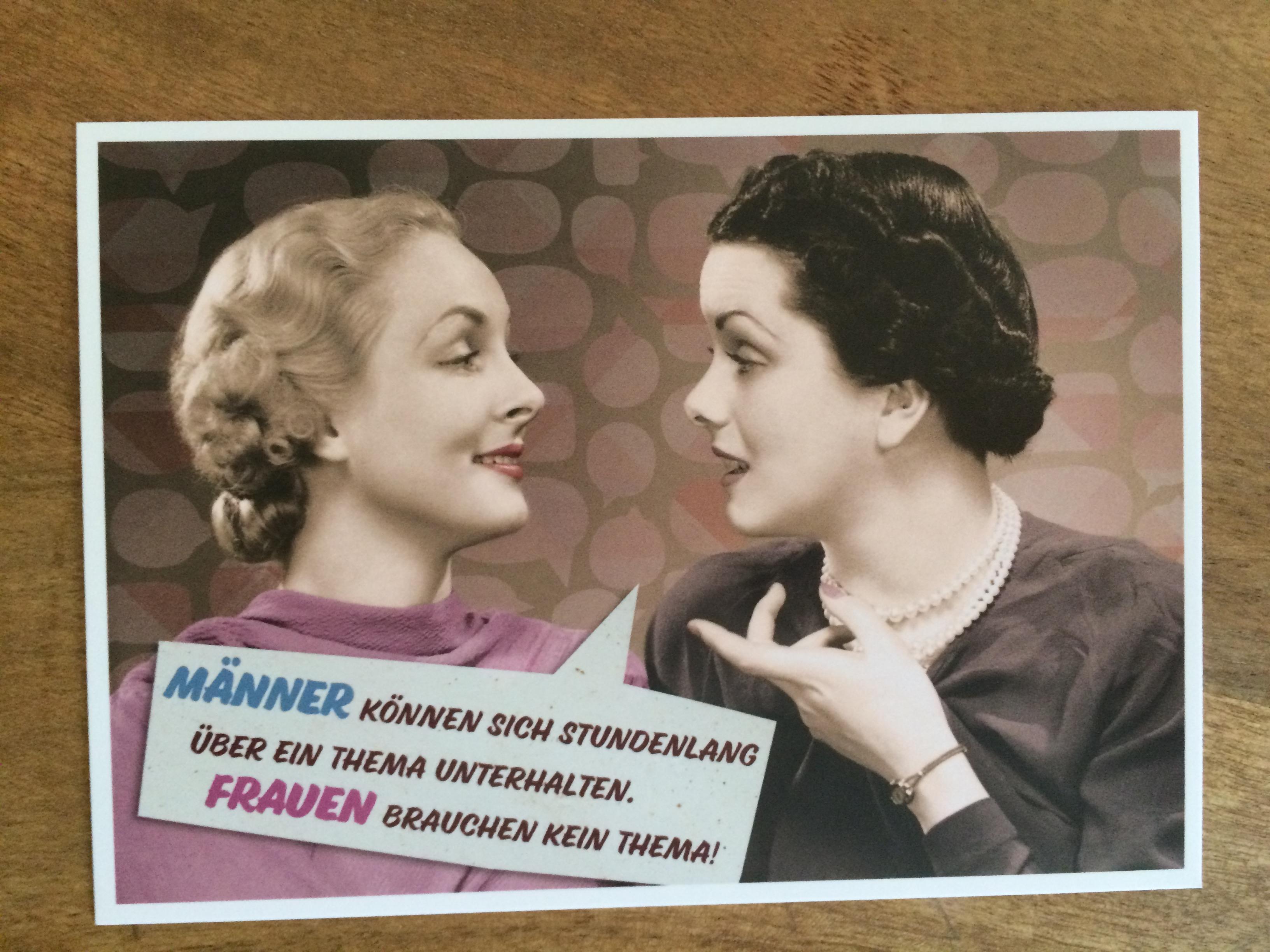 Postkarte Karte Männer können sich stundenlang über ein Thema unterhalten. Frauen brauchen kein The