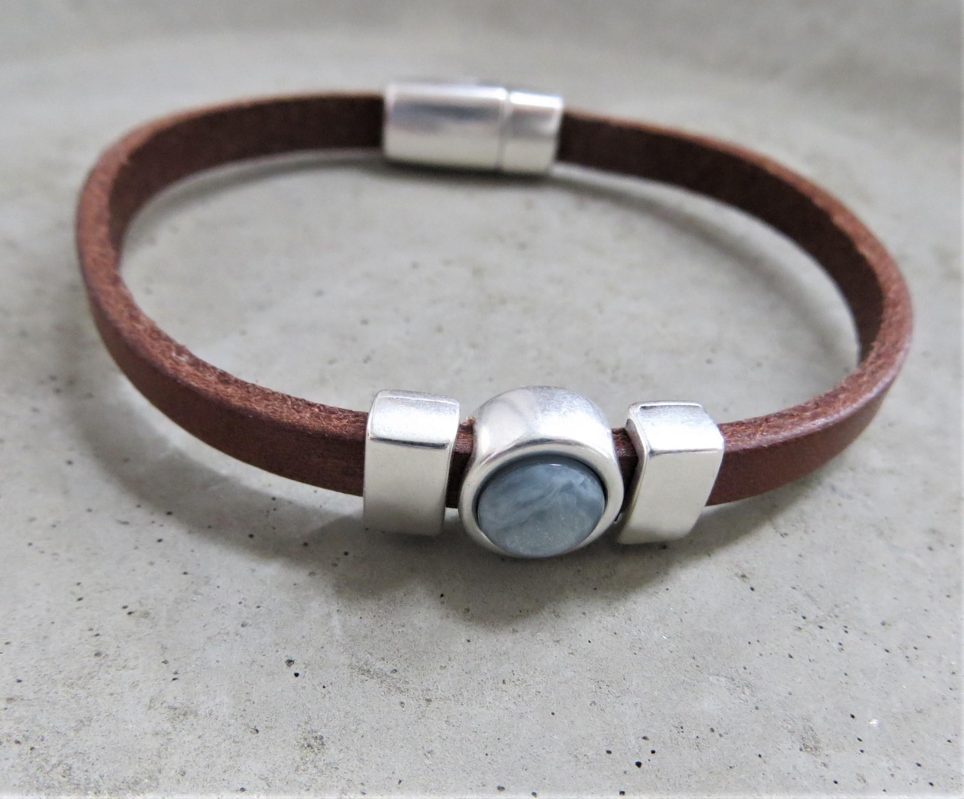 Armbaender für Frauen - QOSS Armband CHARLOTTE Braun Eisblau M  - Onlineshop Tante Emmer