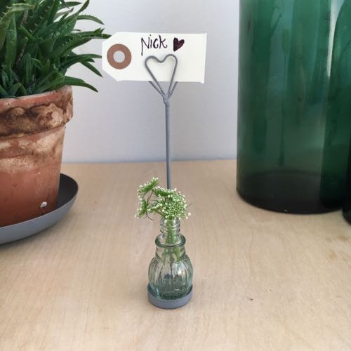 kleines Glasfläschchen - Blumenvase mit Kartenhalter