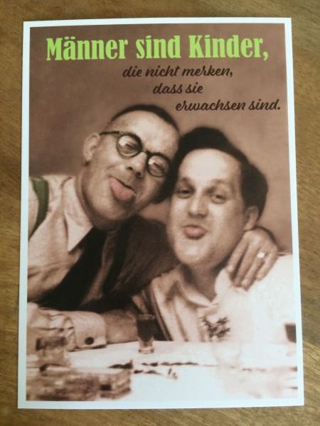 """Postkarte Karte """"Männer sind KInder, die nicht merken, dass sie erwachsen sind."""" Paloma"""