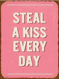"Metall Schild ""Steal a kiss every day"""