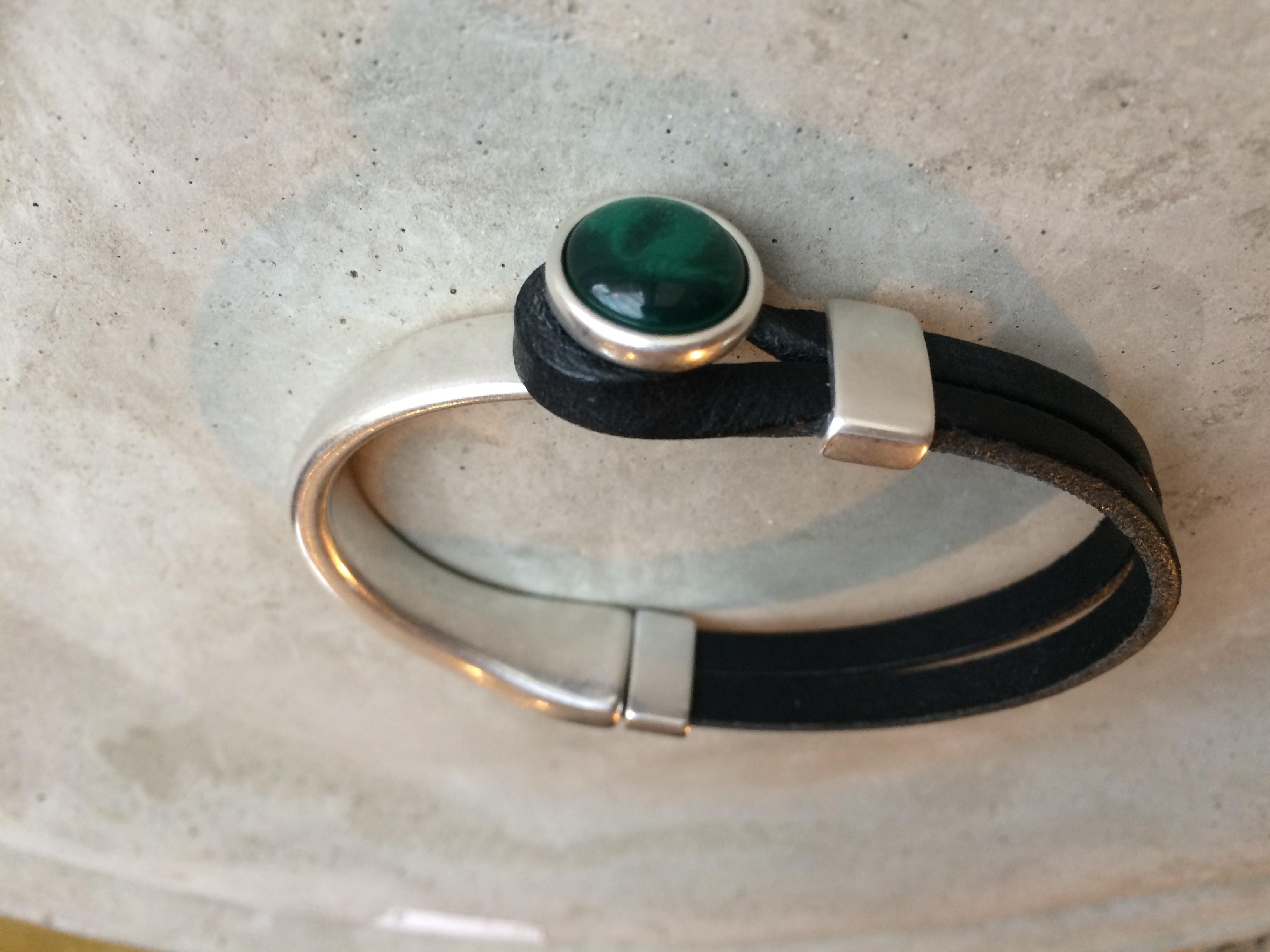 Armbaender - QOSS Armband GWEN Schwarz Smaragdgrün L  - Onlineshop Tante Emmer