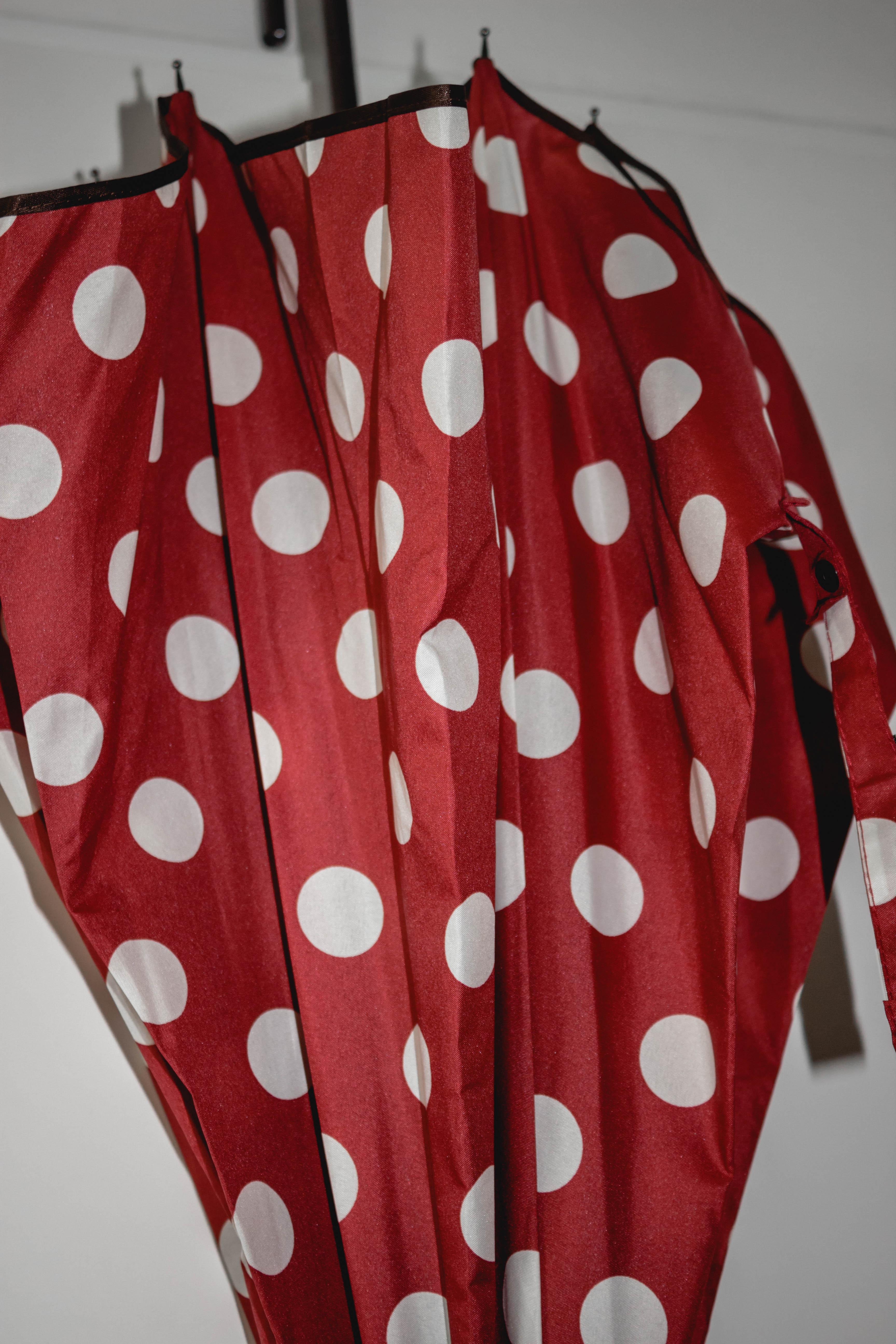 Regenschirme für Frauen - Regenschirm rot mit weißen Punkten  - Onlineshop Tante Emmer