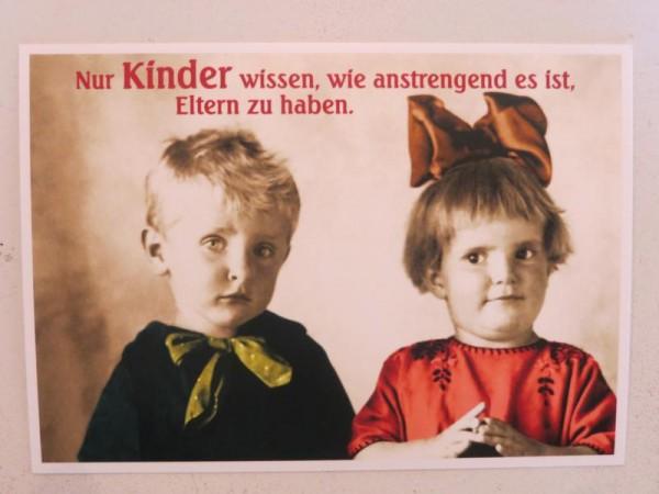 """Postkarte Karte """"Nur Kinder wissen, wie anstrengend es ist, Eltern zu haben."""" Paloma"""