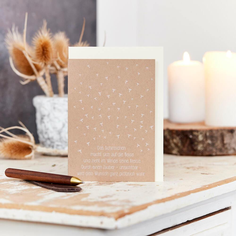 - Grußkarte Wunscherfüller Schirmchen auf Reisen mit einem Tütchen Pusteblumensamen - Onlineshop Tante Emmer