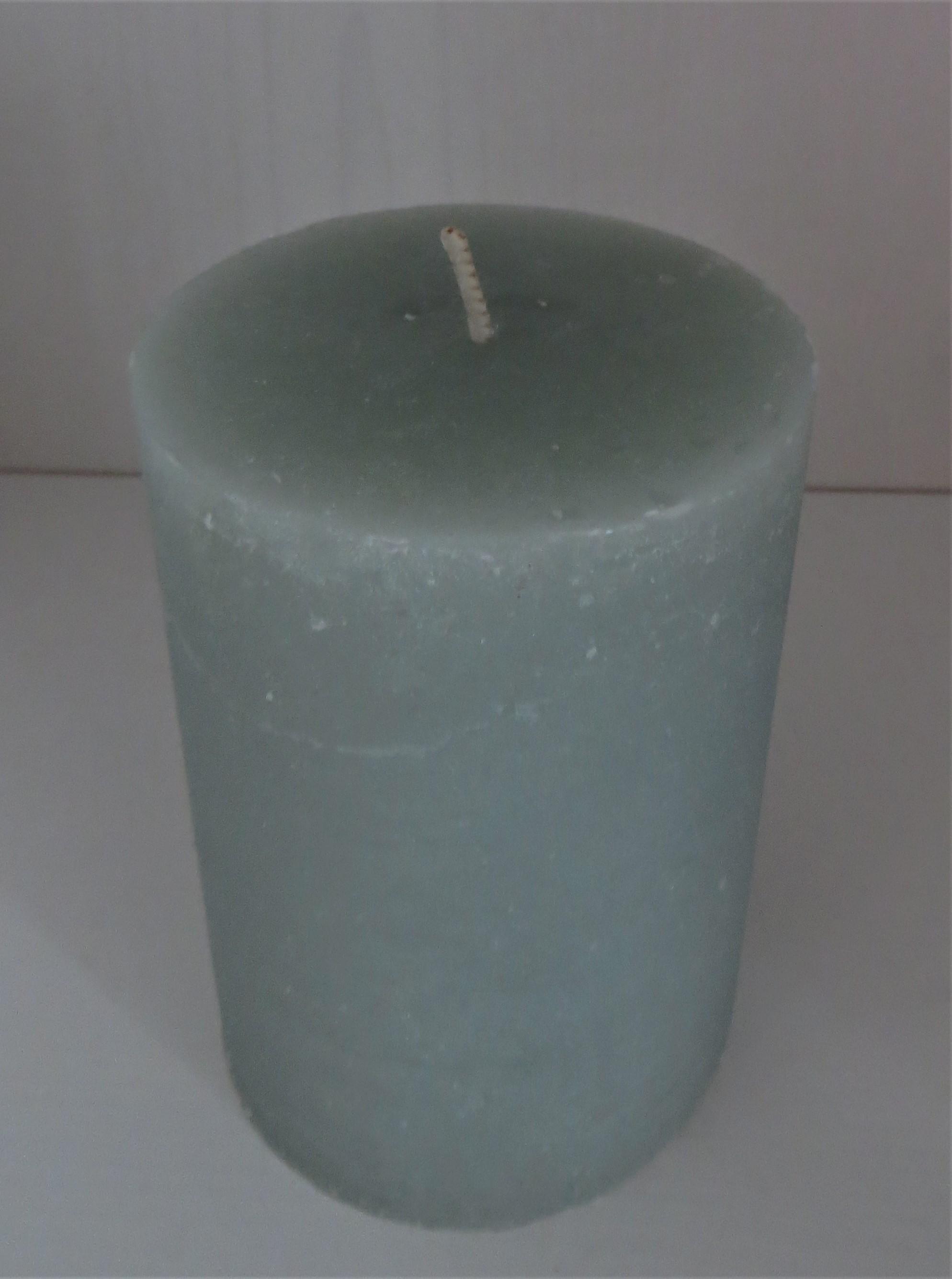 Stumpenkerze blassgrün Höhe 10 cm