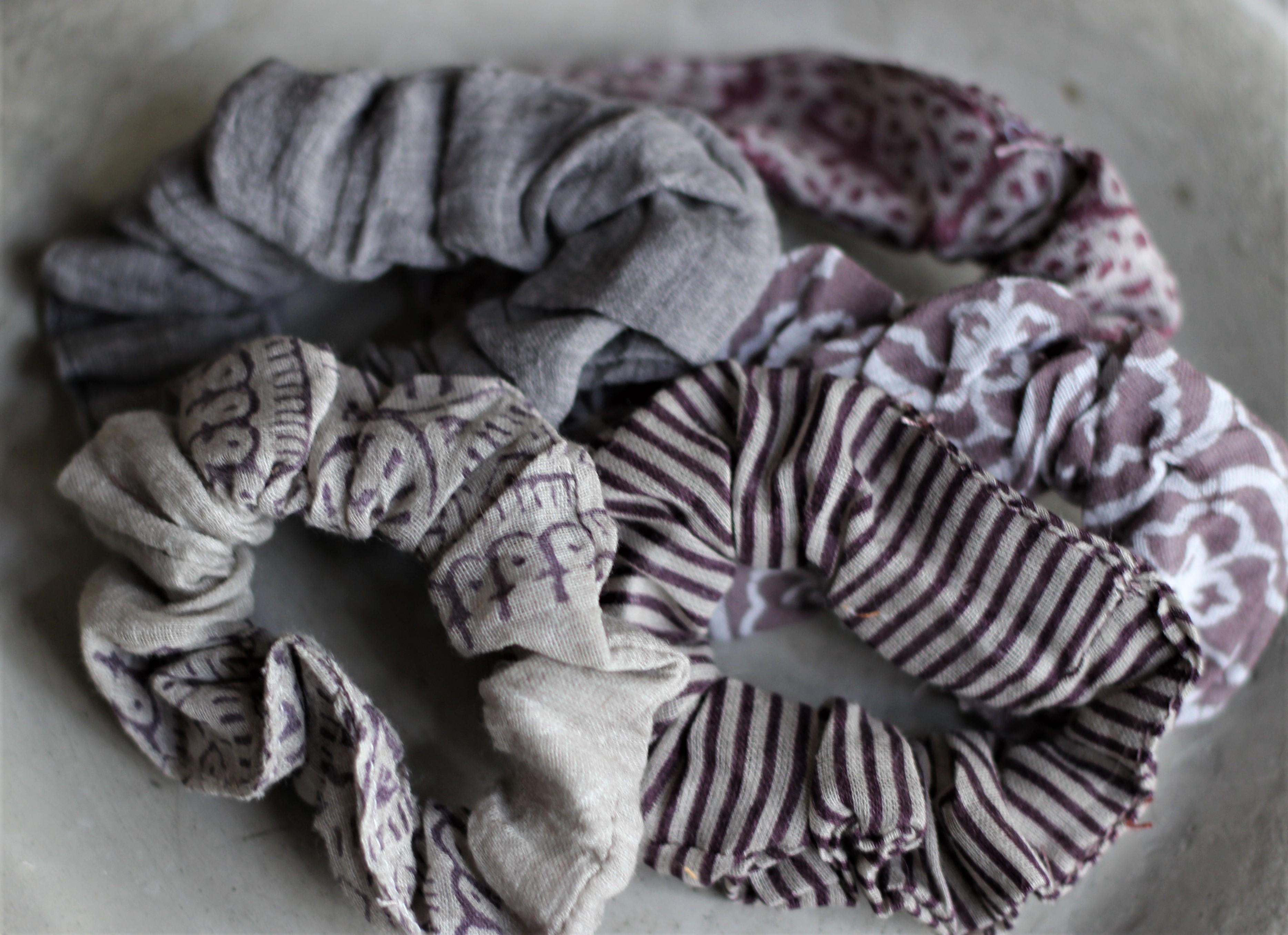 - Haargummia Scrunchies Grau Lila 5er Set IB Laursen - Onlineshop Tante Emmer