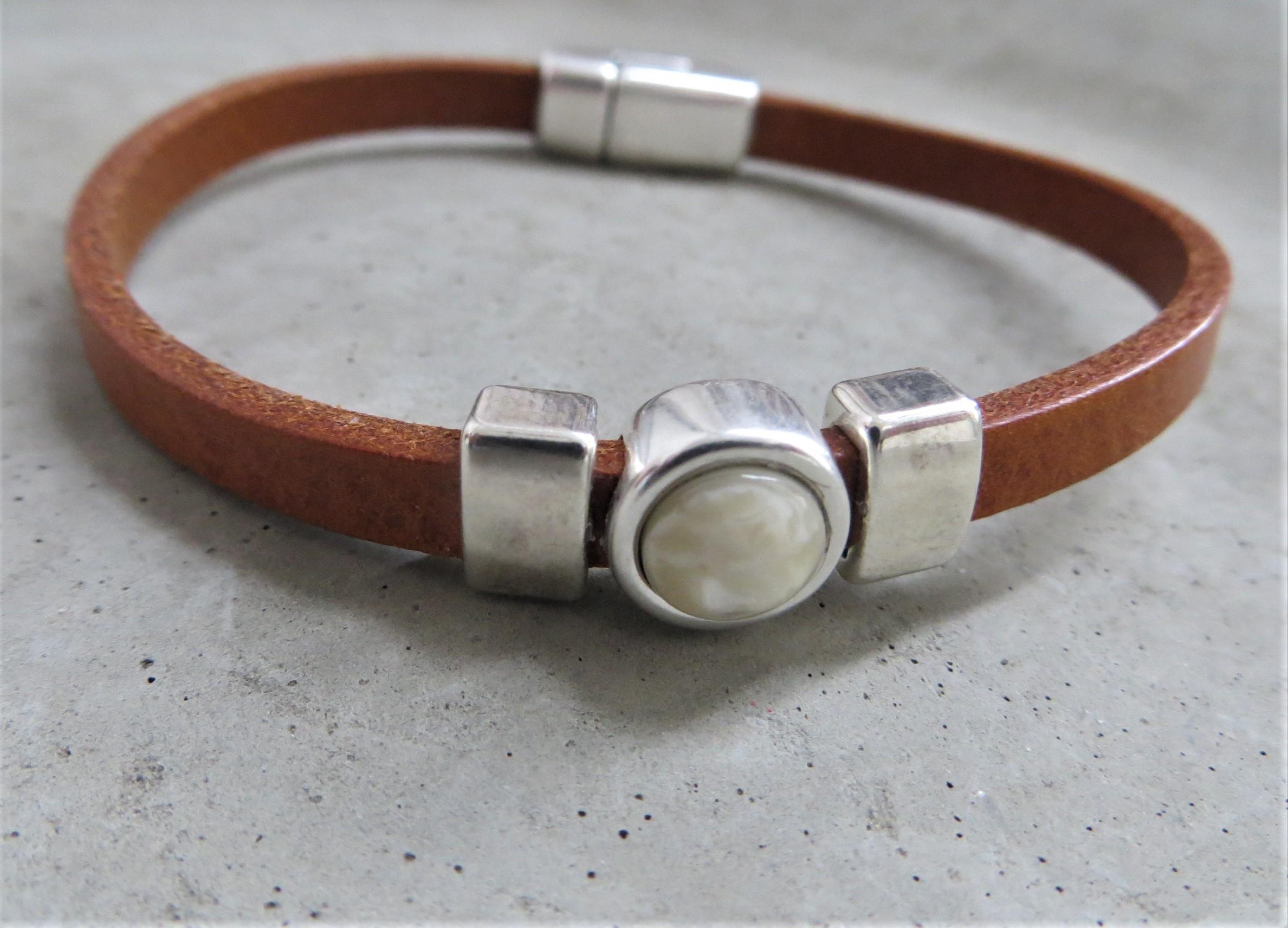 Armbaender für Frauen - QOSS Armband CHARLOTTE Natural Creme M  - Onlineshop Tante Emmer
