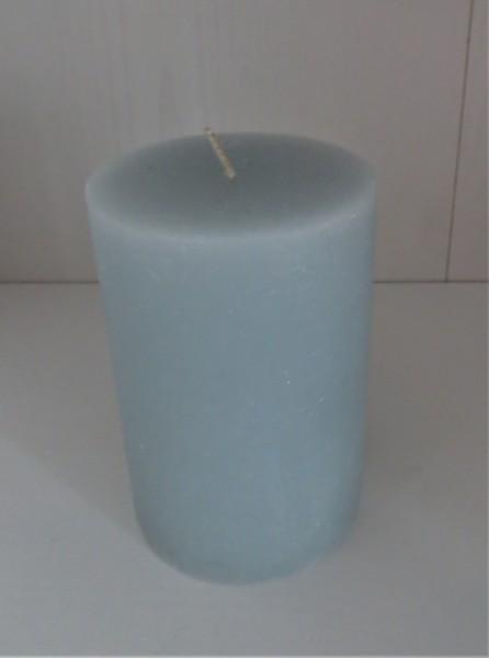 Stumpenkerze hellblau, Höhe 10 cm