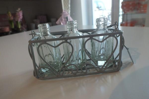 Kleines Körbchen mit drei kleinen Blumenvasen/flaschen VL Home Collection