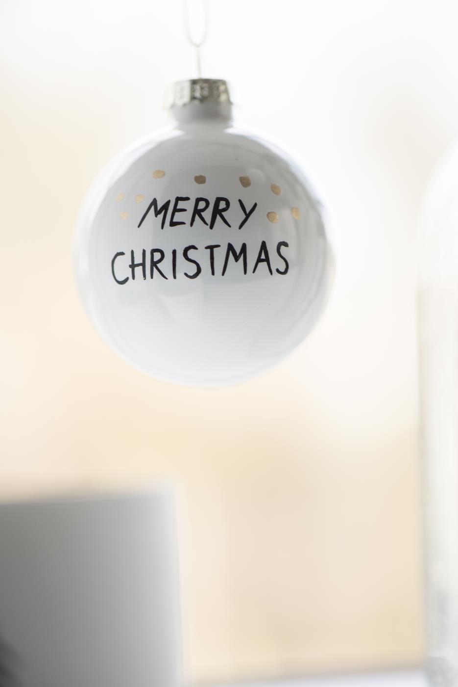 Weihnachtskugel Merry Christmas mit goldenen Punkten 6cm