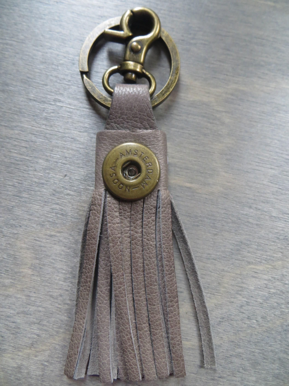 NOOSA Oshun Schlüsselanhänger grau