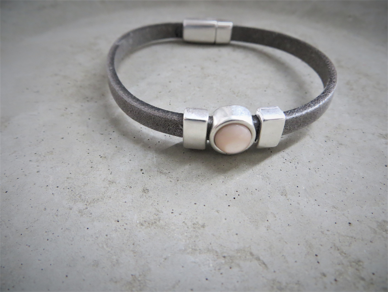 Armbaender für Frauen - QOSS Armband CHARLOTTE Grau Puderrosa M  - Onlineshop Tante Emmer