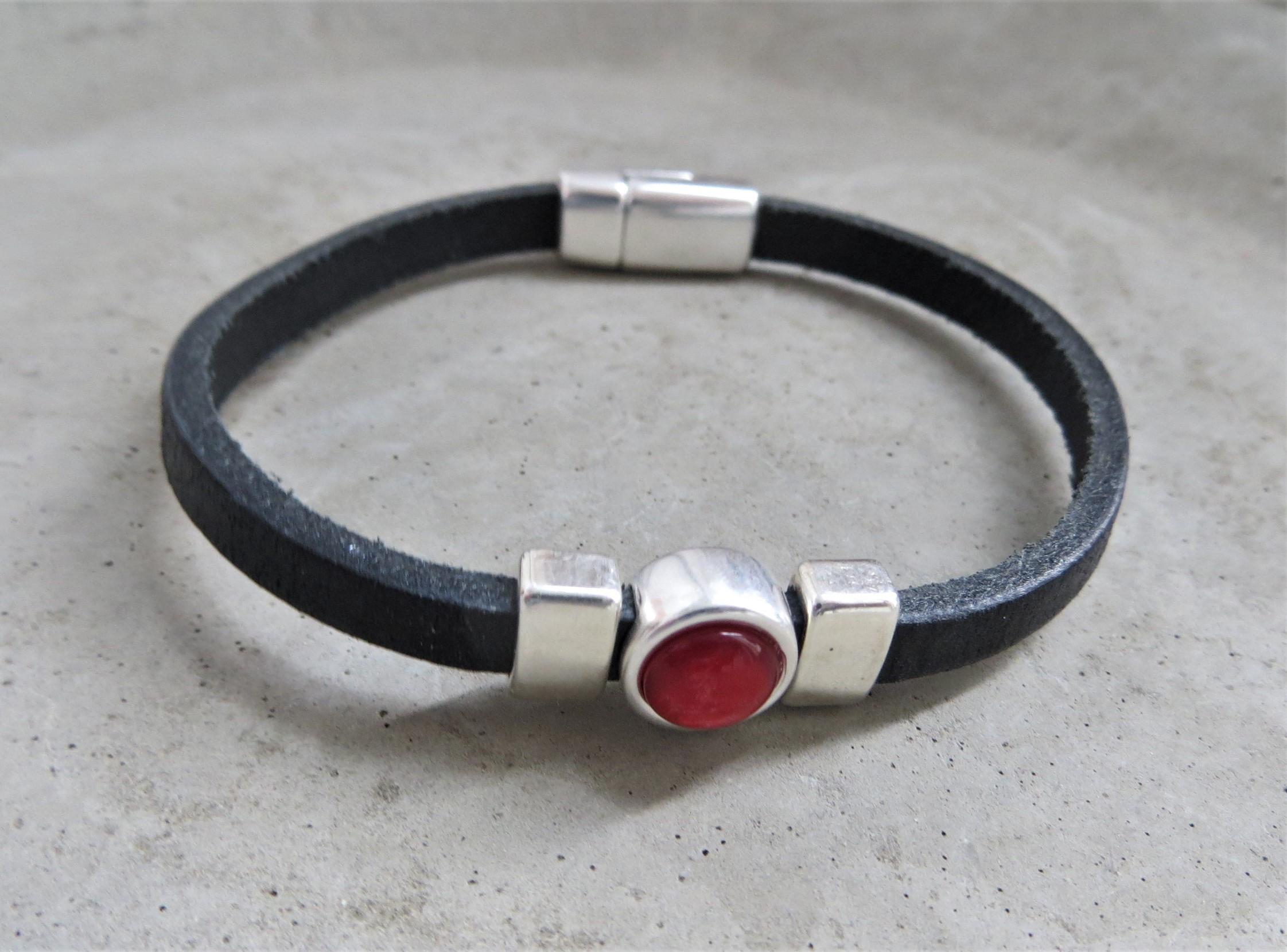 Armbaender für Frauen - QOSS Armband CHARLOTTE Schwarz Korallrot M  - Onlineshop Tante Emmer