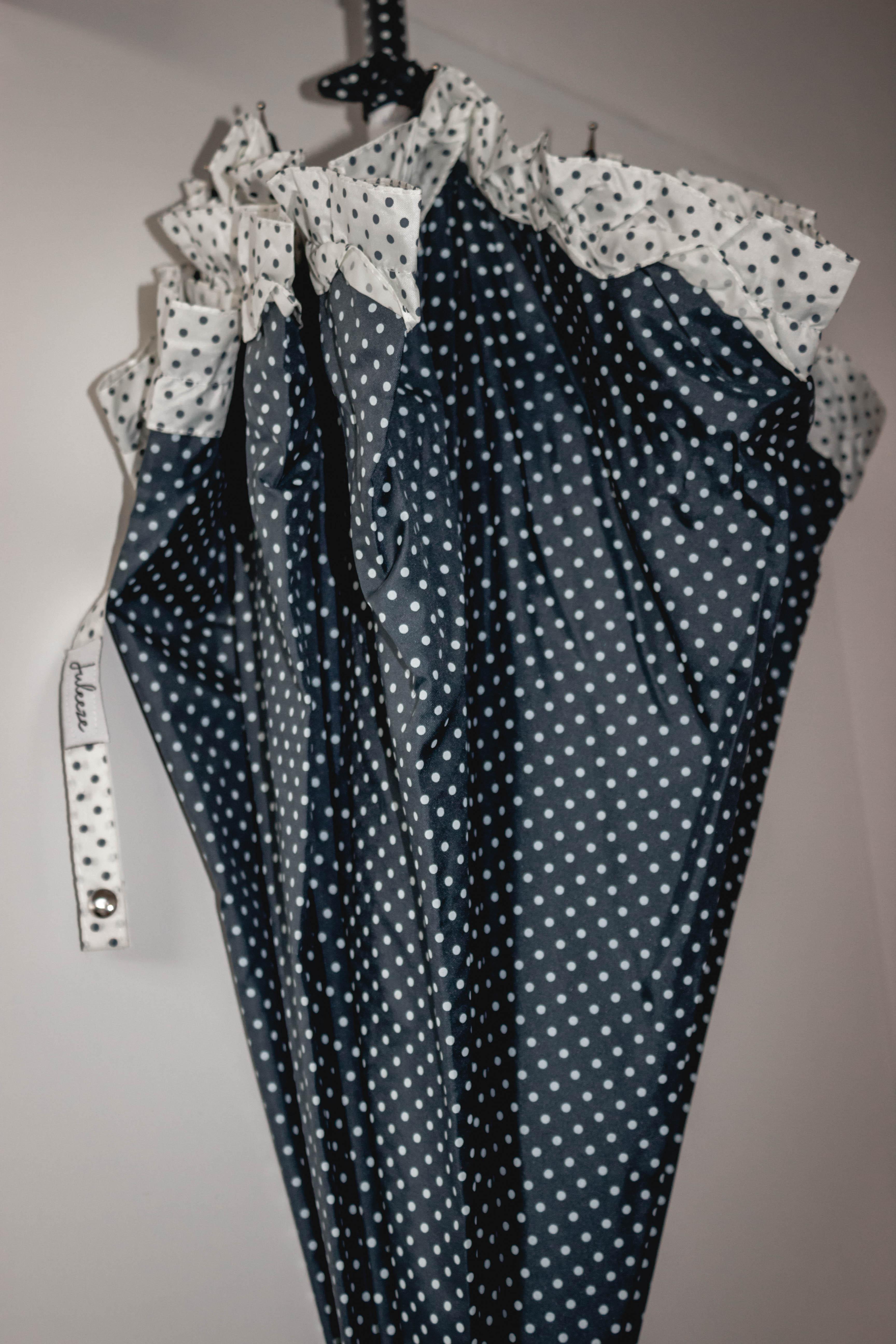 Regenschirme für Frauen - Regenschirm blau mit weißen Punkten  - Onlineshop Tante Emmer