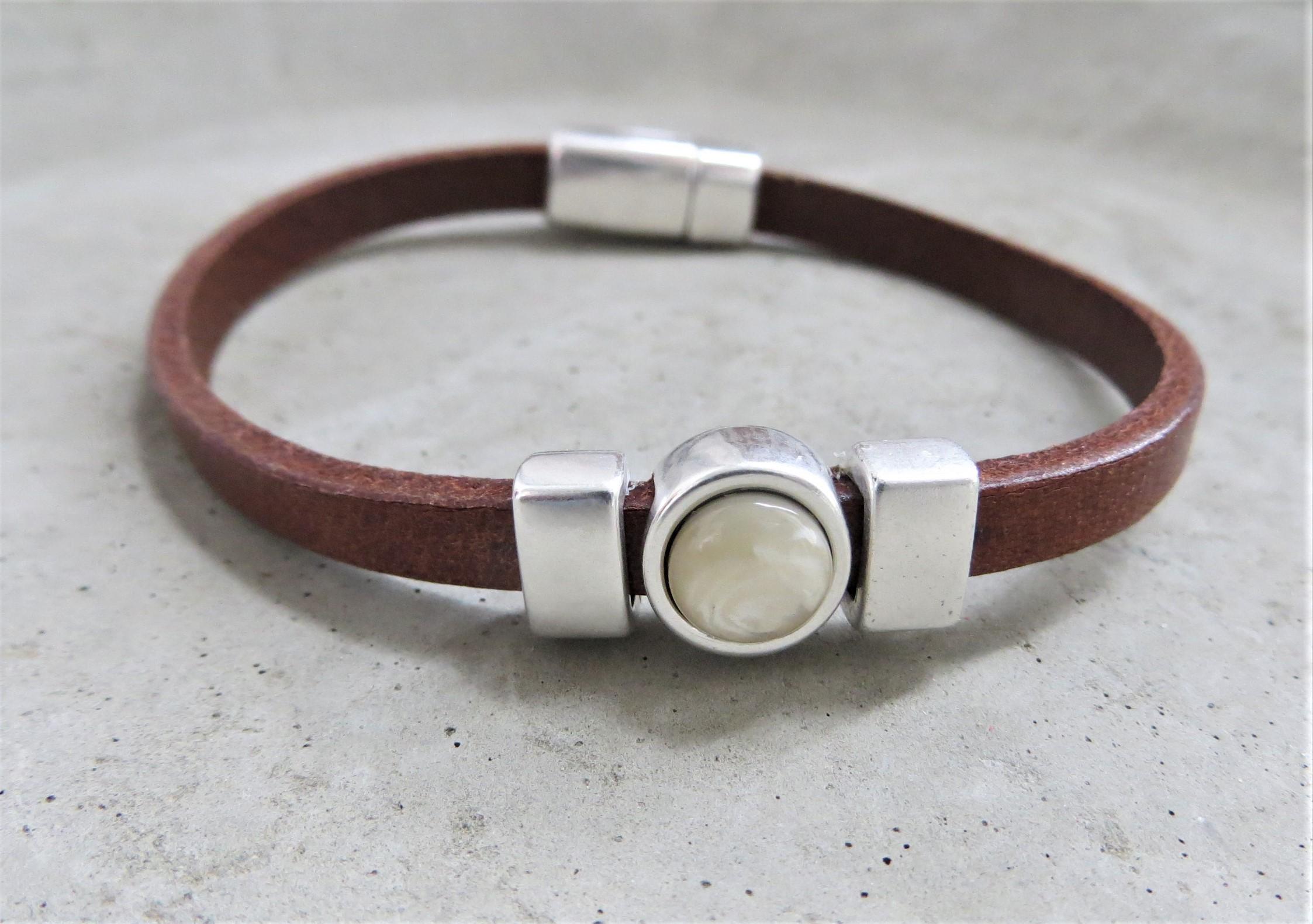 Armbaender für Frauen - QOSS Armband CHARLOTTE Braun Creme M  - Onlineshop Tante Emmer