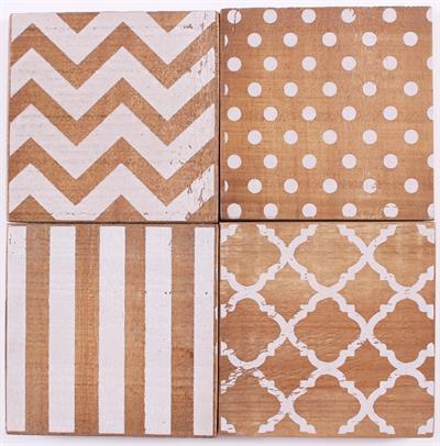 Holzuntersetzer in vier verschiedenen Designs