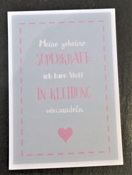 """Karte Postkarte """"Meine geheime Superkraft: Ich kann Stoff in Kleidung verwandeln."""""""