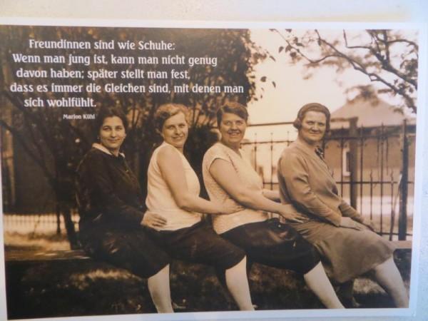 "Postkarte Karte "" Freundinnen sind wie Schuhe: Wenn man jung ist..."" Paloma"