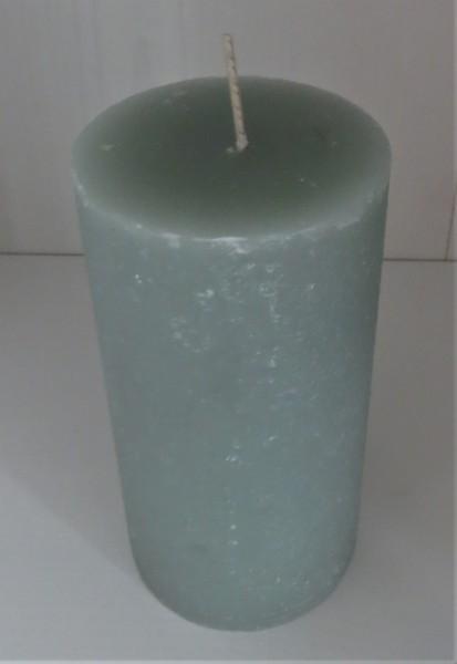 Stumpenkerze blassgrün, Höhe 13,5 cm