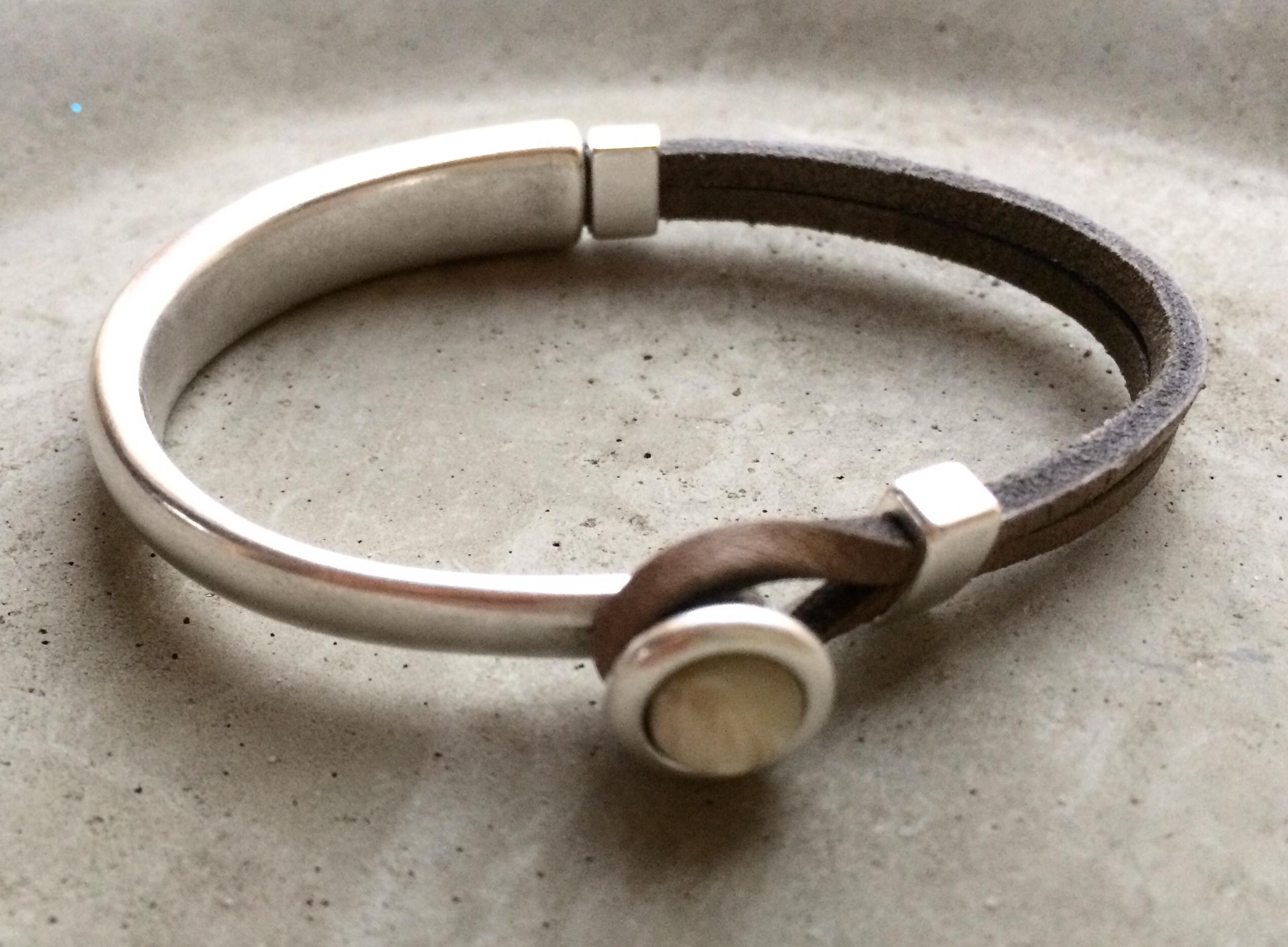 Armbaender - QOSS Armband EVA Taupe Creme S  - Onlineshop Tante Emmer
