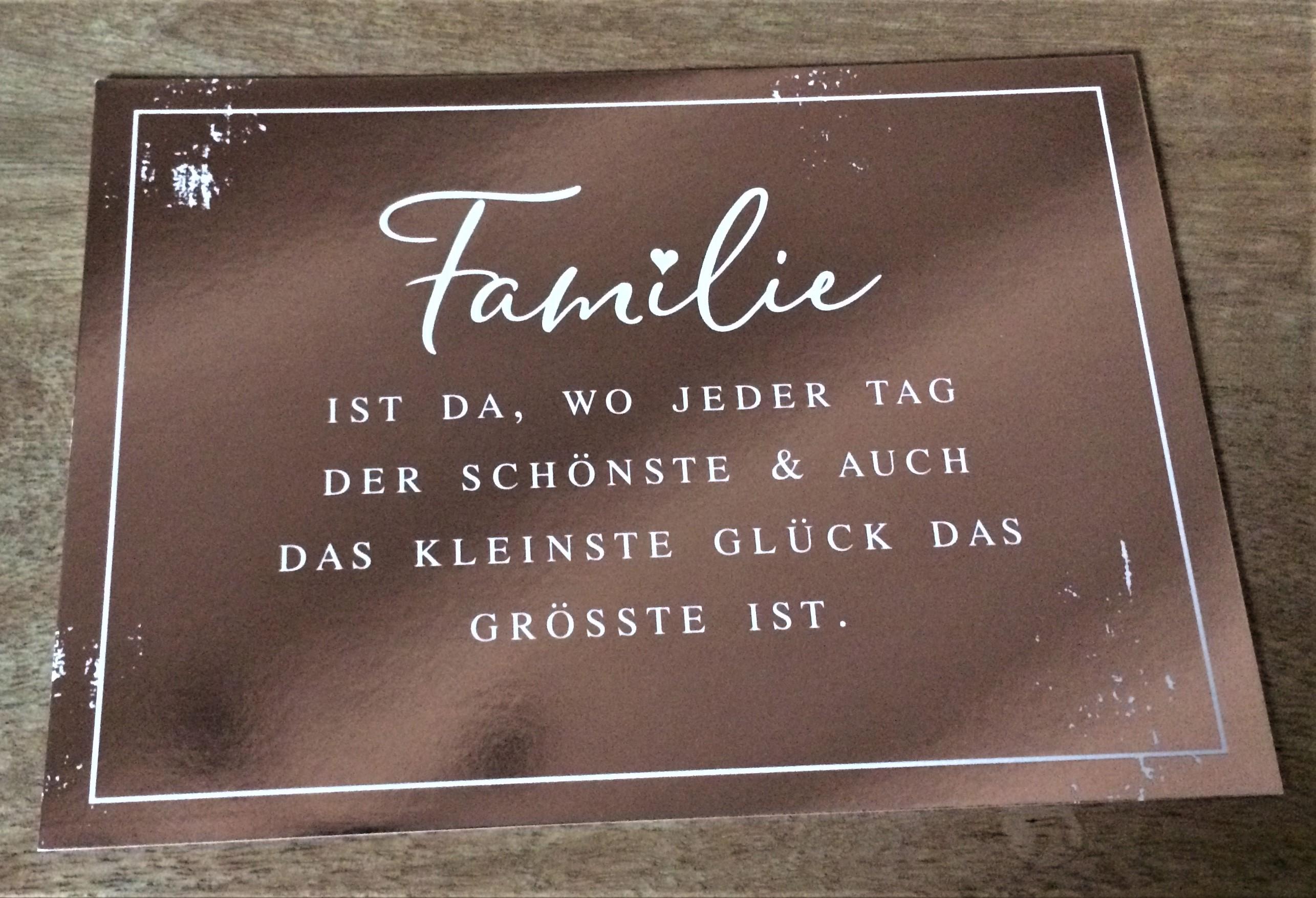 Nützlichgrusskarten - Postkarte Familie ist da wo jeder Tag der Schönste auch das kleinste Glück das Grösste ist. - Onlineshop Tante Emmer