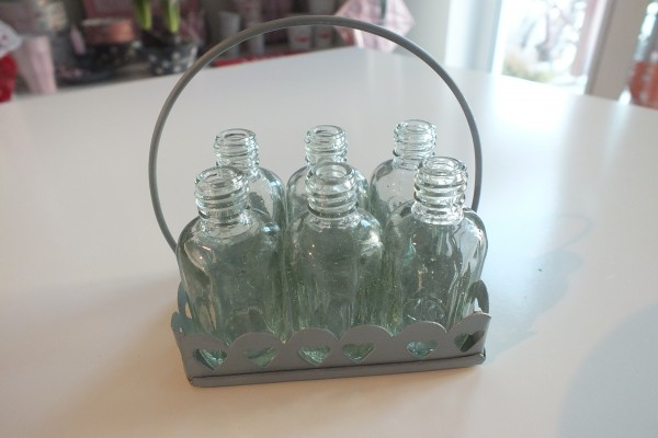 Kleines Körbchen mit sechs kleinen Blumenvasen/flaschen VL Home Collection