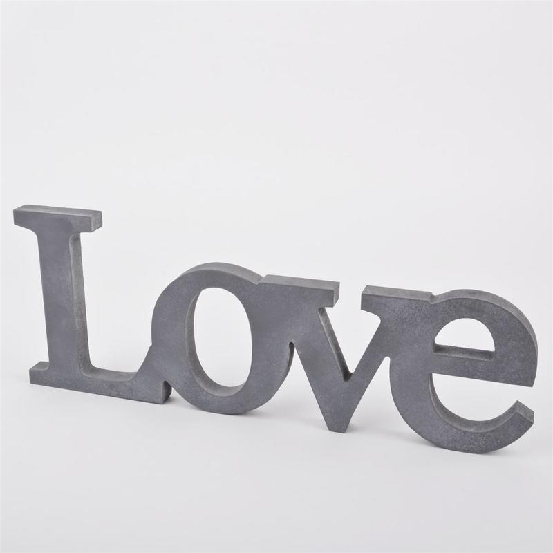 Schriftzug Love aus Holz