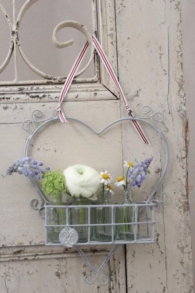 Herz mit Körbchen und vier kleinen Blumenvasen/flaschen VL Home Collection