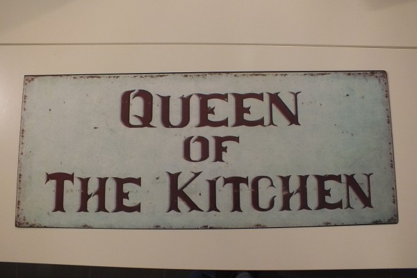 "Metall Schild ""Queen of the kitchen"""