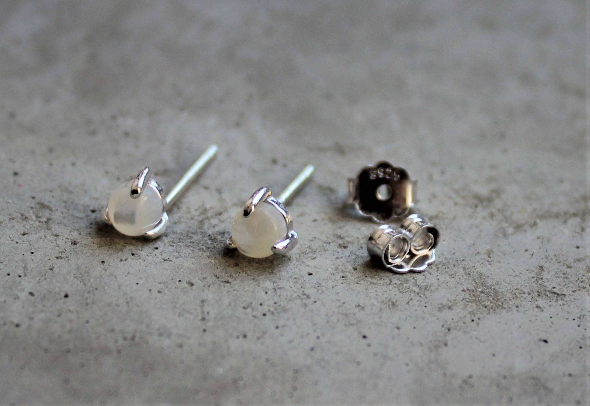 Ohrringe für Frauen - MAS jewelz Ohrstecker Perlmutt Silber  - Onlineshop Tante Emmer