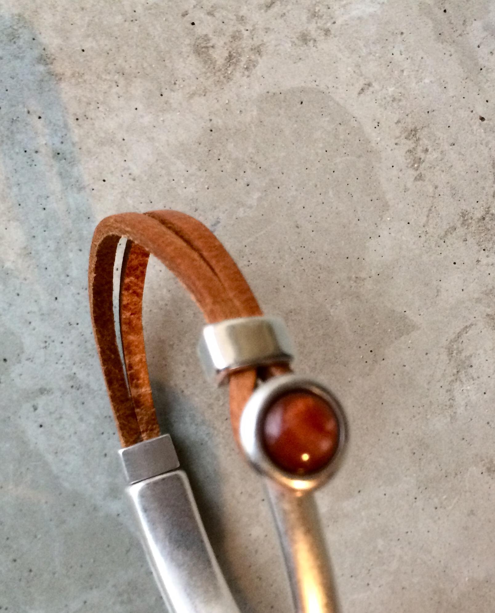 Armbaender - QOSS Armband EVA Naturel Kastanie M  - Onlineshop Tante Emmer