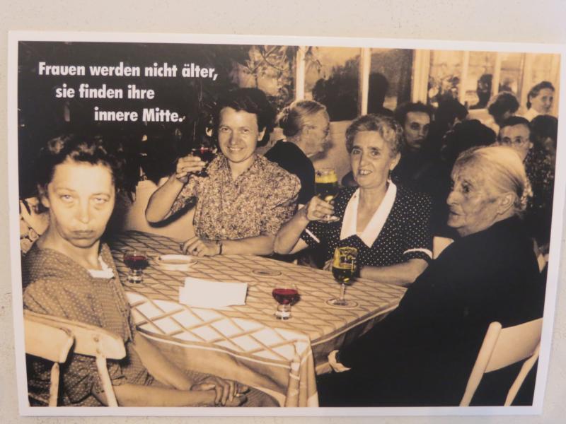 Postkarte Karte Frauen werden nicht älter sie finden ihre innere Mitte. Paloma