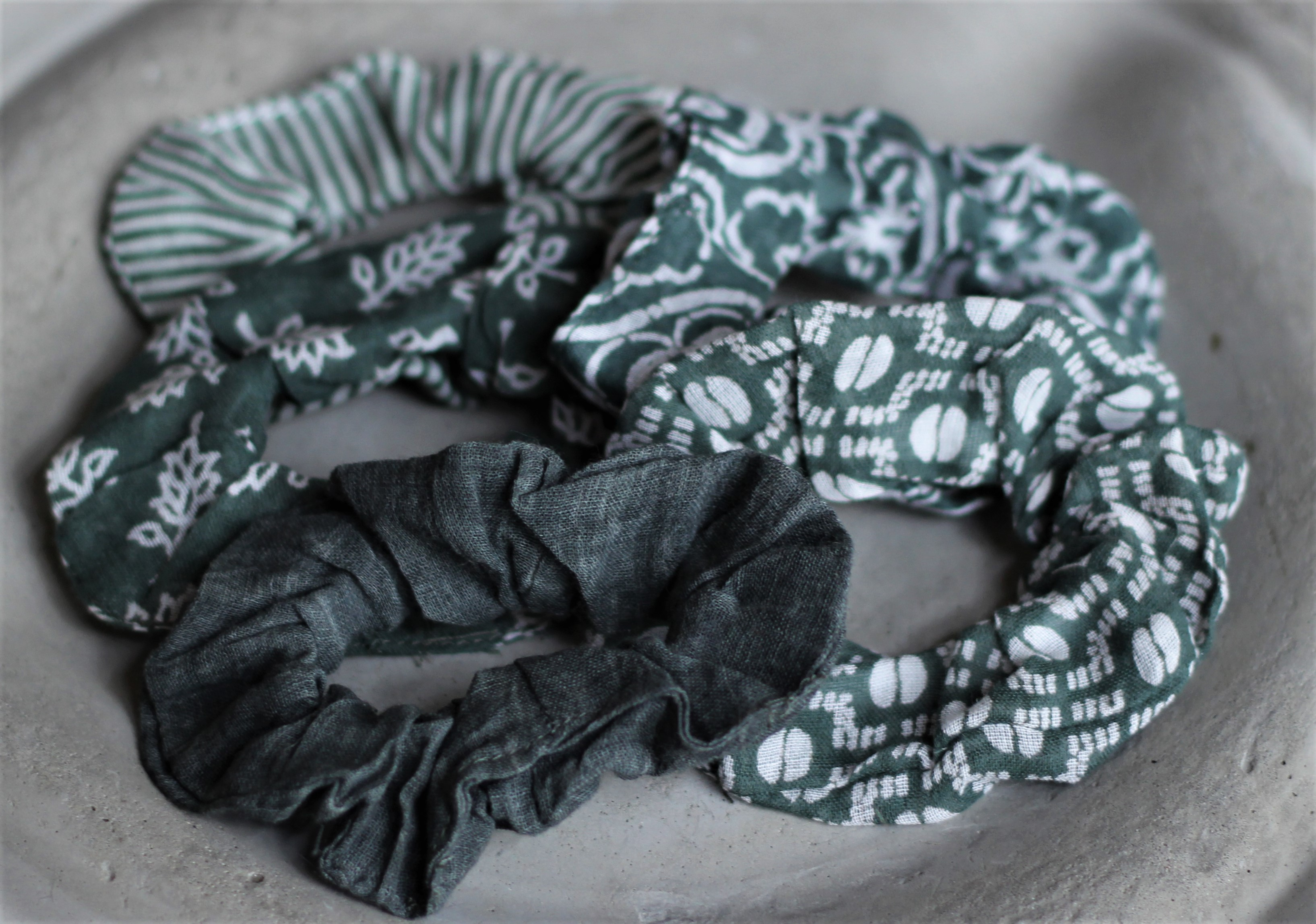 - Haargummia Scrunchies Grün Creme 5er Set IB Laursen - Onlineshop Tante Emmer